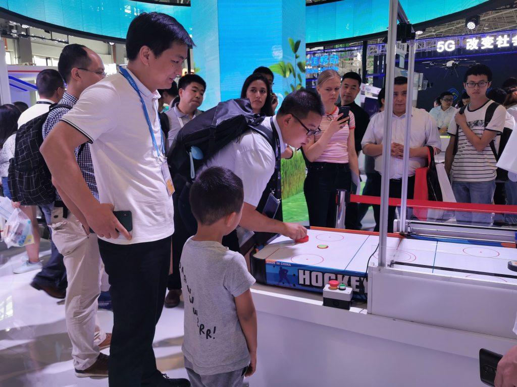 征迈桌上冰球对战机器人(小型版本)zimasys-air-hockey-robot-small